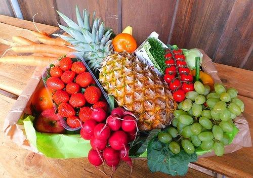 Geschenkkiste mit Obst & Gemüse